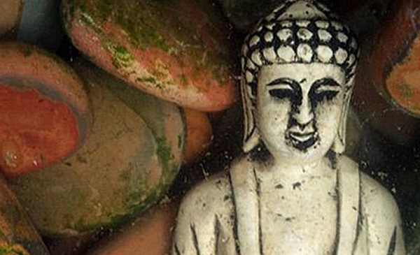 Loas Budda unter Wasser